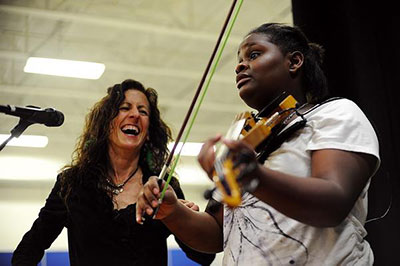 Caryn Lin with student playing violin